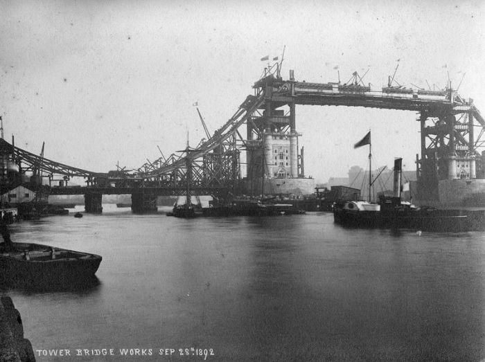 043-Tower_bridge_works_1892