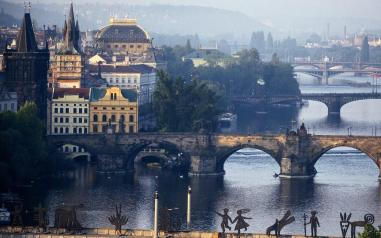 vltava-river-prague_1680x1050