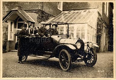 A1384f_Sol_Plaatje_with_car_141