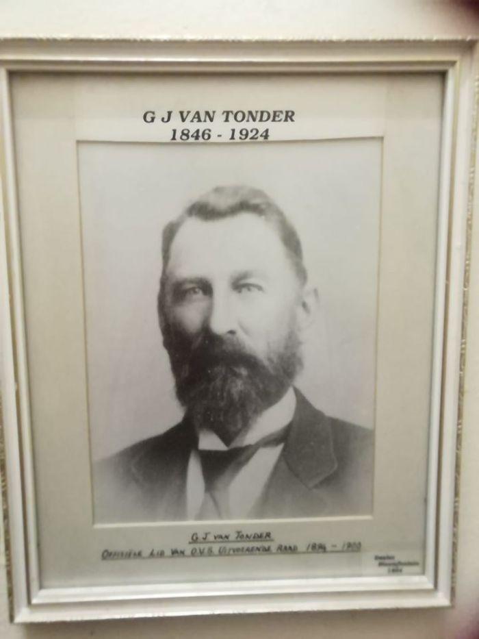 GJ van Tonder